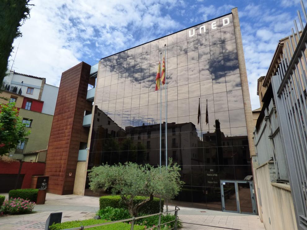 Edificio de la UNED en Barbastro