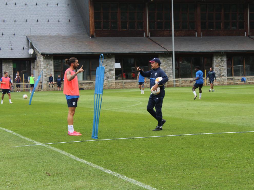 A Nacho Ambriz le gusta ser cercano con sus futbolistas.