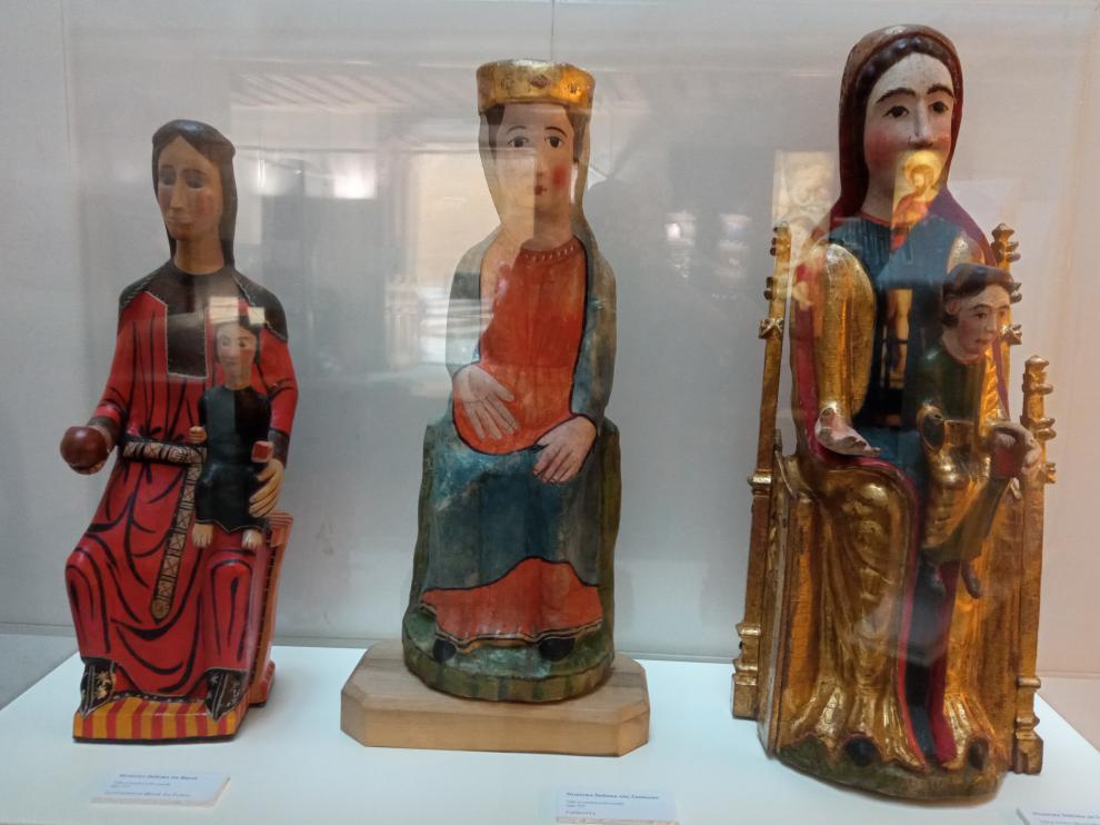 Tallas románicas de la virgen de Chiriveta, Bruis y Linares.