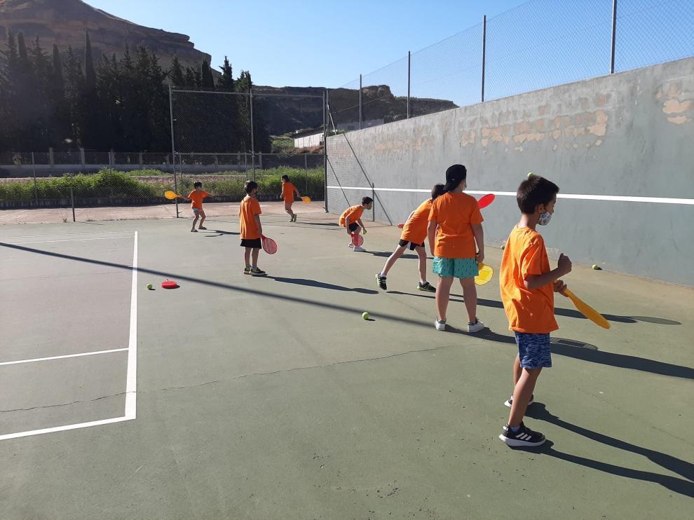 Niños disfrutan de la XX Campus Deporte y Diversión en Monzón