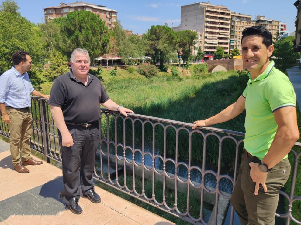 Los tres ediles municipales del PAR en Monzón denuncian la dejadez en la limpieza del río Sosa a su paso por Monzón