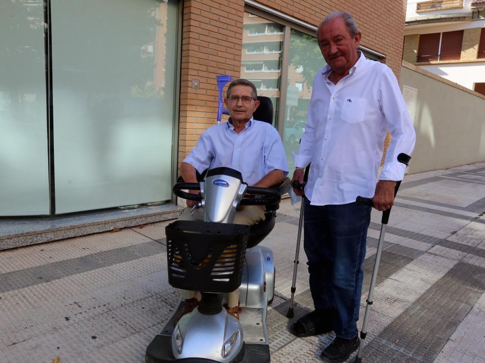 Emeterio Giménez y Fernando Oliván, miembros de la Asociación Artritis Oscense (ARO).