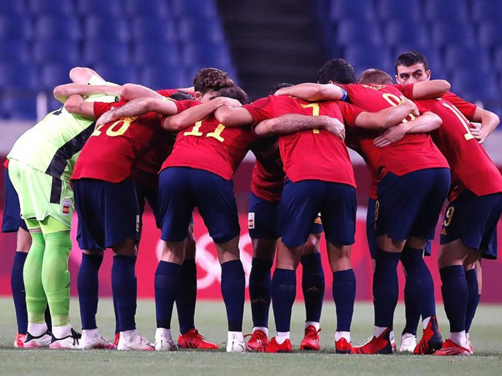 España se clasificó para cuartos de final como líder del Grupo C tras empatar ante Argentina (1-1)