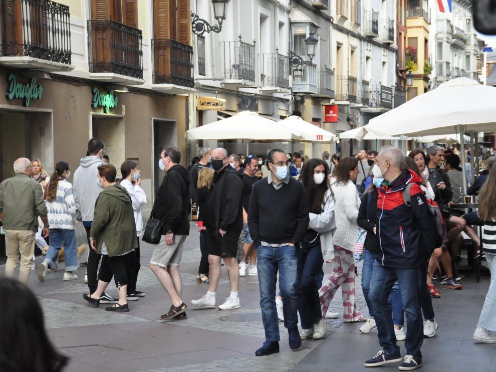 La calle Mayor de Jaca refleja la alta ocupación que hay estos días.