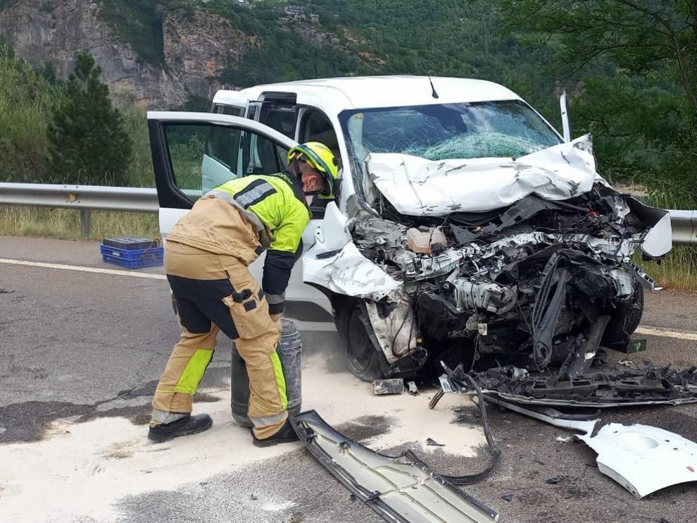 Imagen del automóvil siniestrado en el accidente de Búbal.