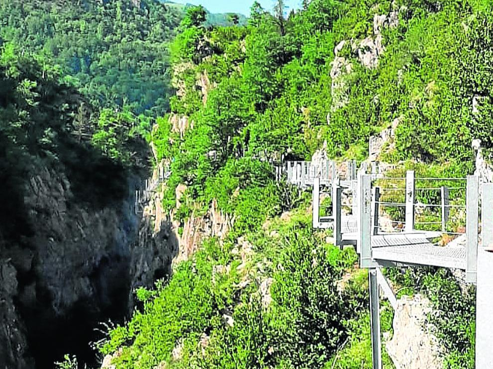 Las pasarelas de Panticosa y el río Caldarés