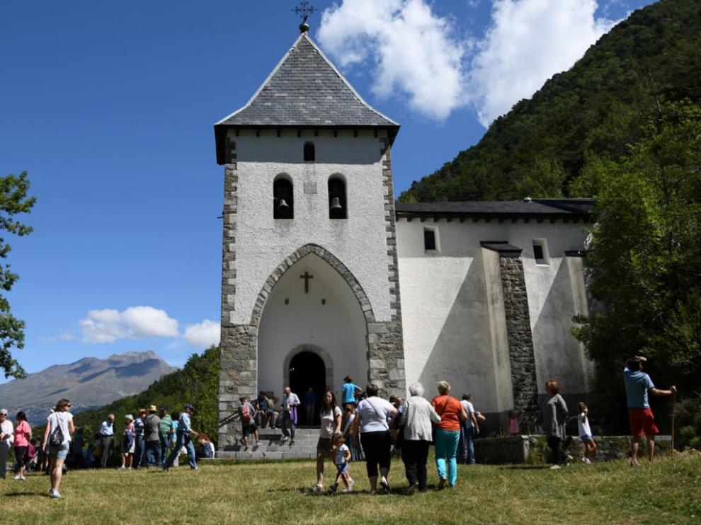 Algunas de las 239 rogativas estudiadas que se celebraron el Aragón se hicieron en pequeños santuarios como la ermita de Santa Elena (Biescas)