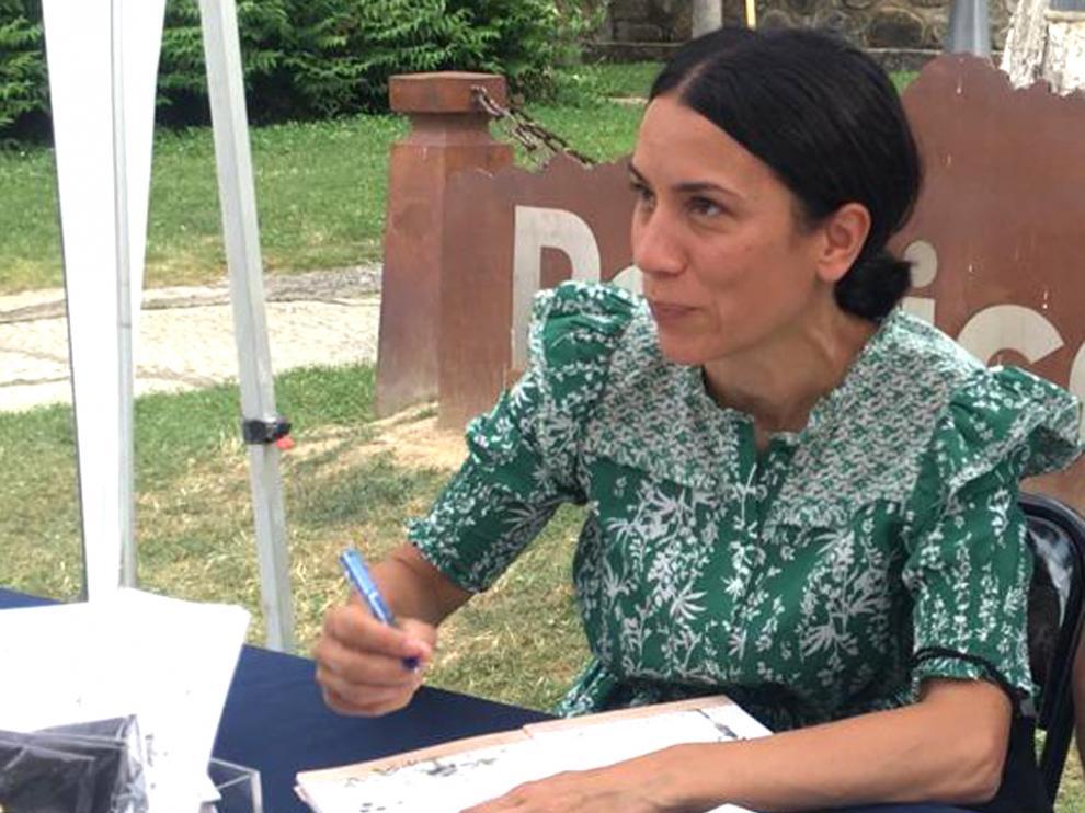 Itziar Miranda firmó ejemplares de sus cuentos en Panticosa