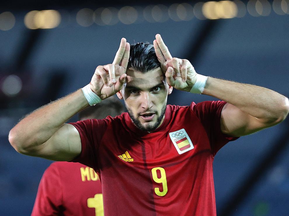 Rafa Mir, celebrando uno de los tres goles que marcó en los cuartos de final contra Costa de Marfil