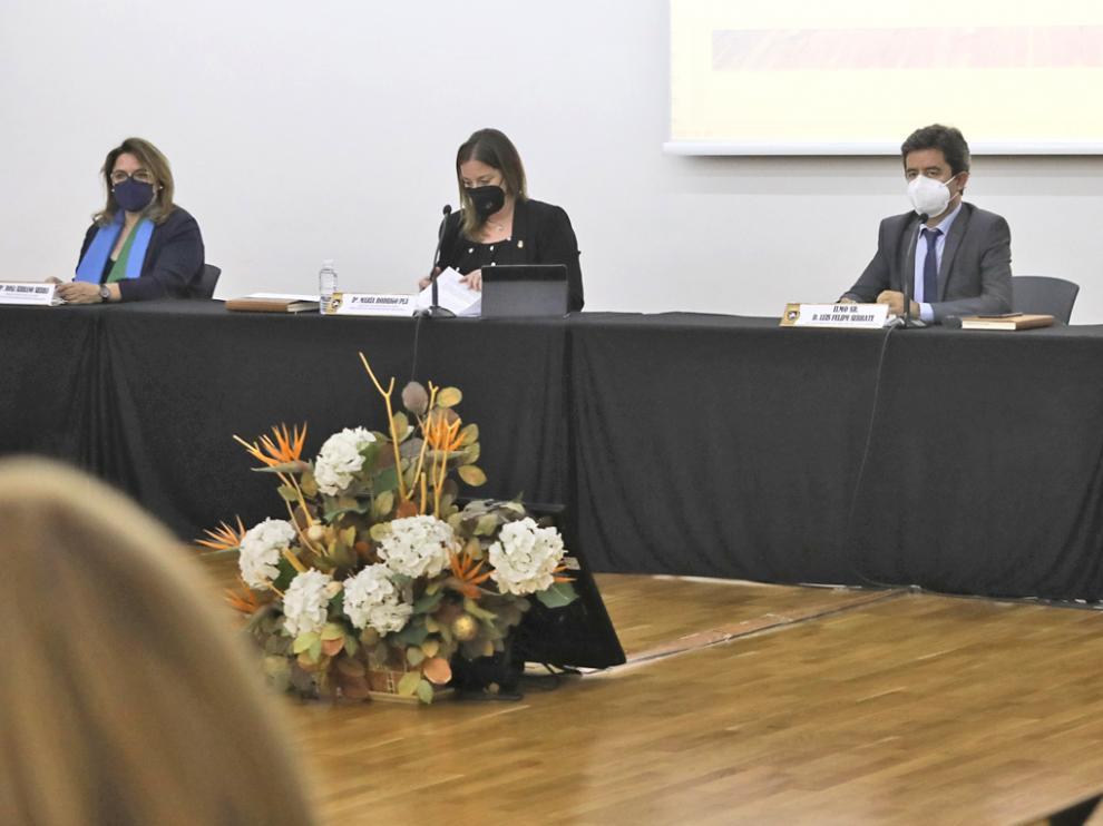 Serrano, a la izquierda, en uno de los últimos plenos del Ayuntamiento