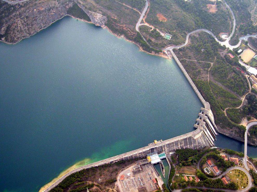 Vista aérea de la presa del embalse de El Grado