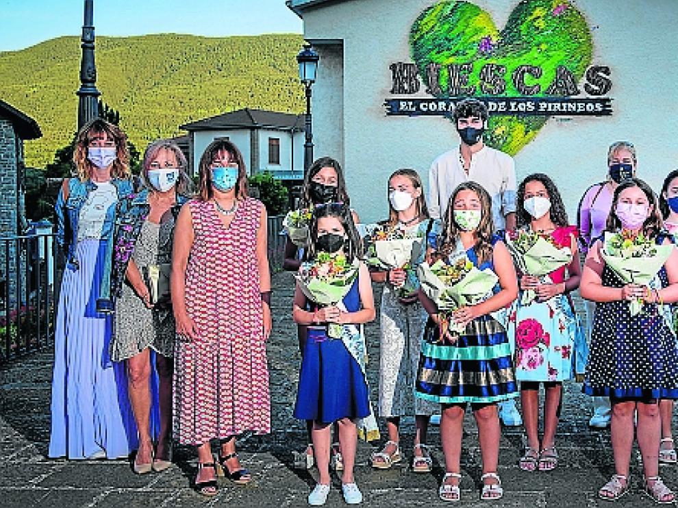 Las damas infantiles 2021 lucen con orgullo sus bandas.