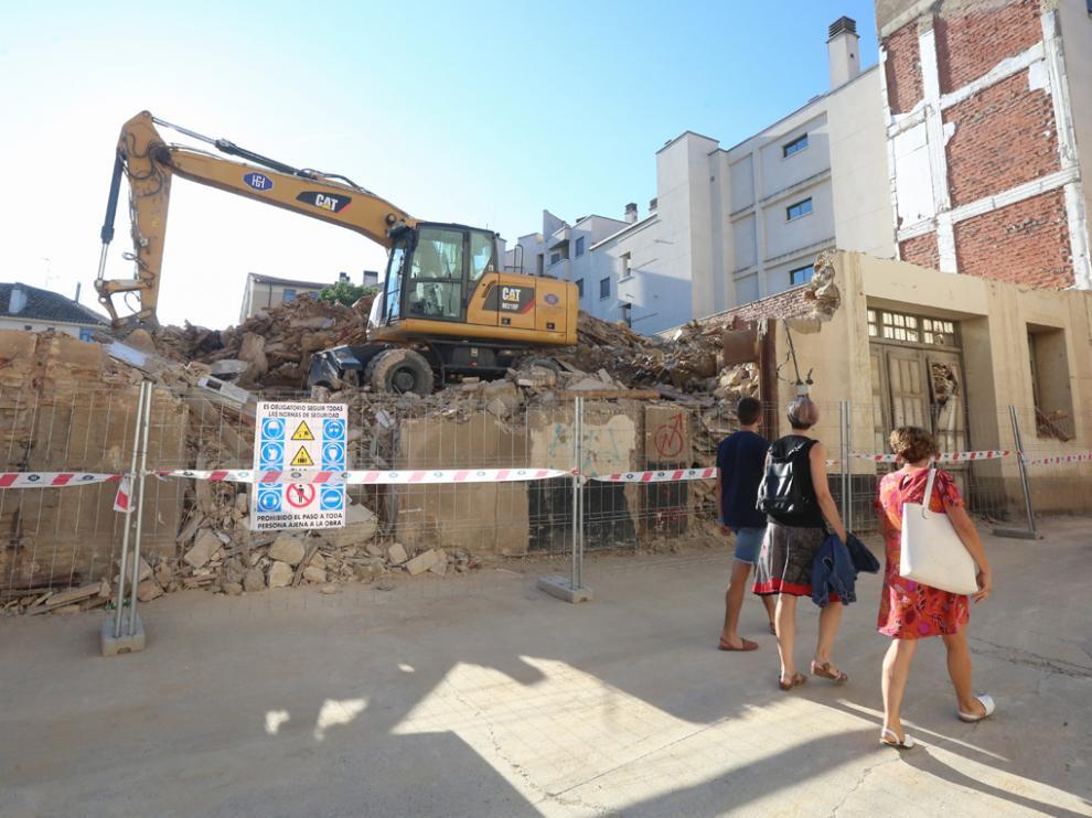 Foto de los trabajos de demolición, ya en su fase final, en el número 3 de la plaza de La Moneda