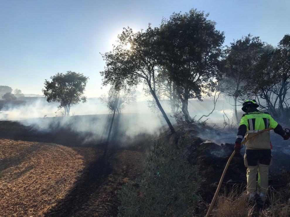 Efectivos del Speis, durante las labores de extinción del incendio en Caladrones.