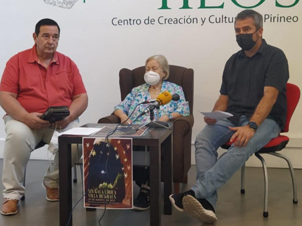 Valentín Trell, María Ángeles Sarroca y Julián del Castillo en la presentación de la Gala Lírica.