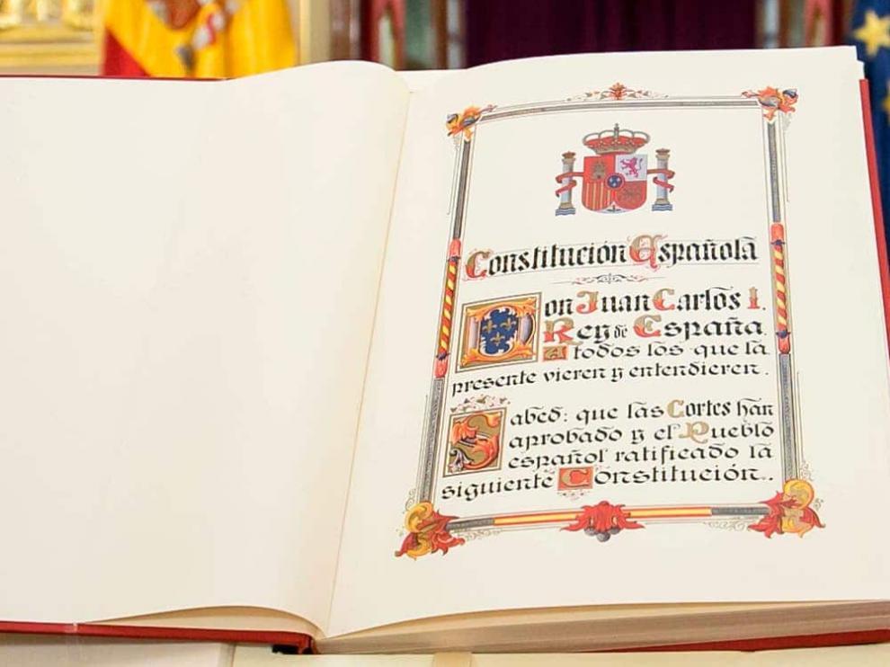 La Constitución recoge que todos los españoles somos iguales.