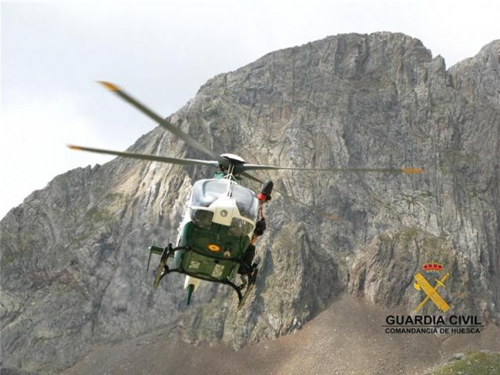Helicóptero de la Guardia Civil en un rescate en la provincia.