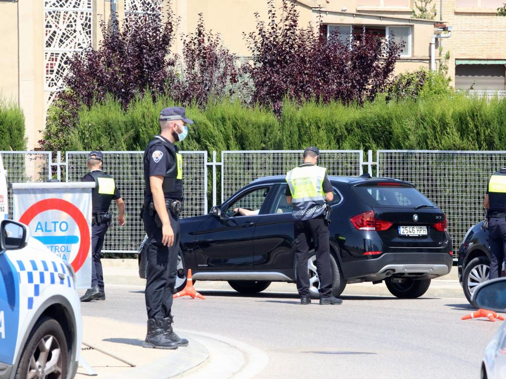 Las fuerzas de seguridad vigilan especialmente las entradas y salidas a la ciudad estos días.