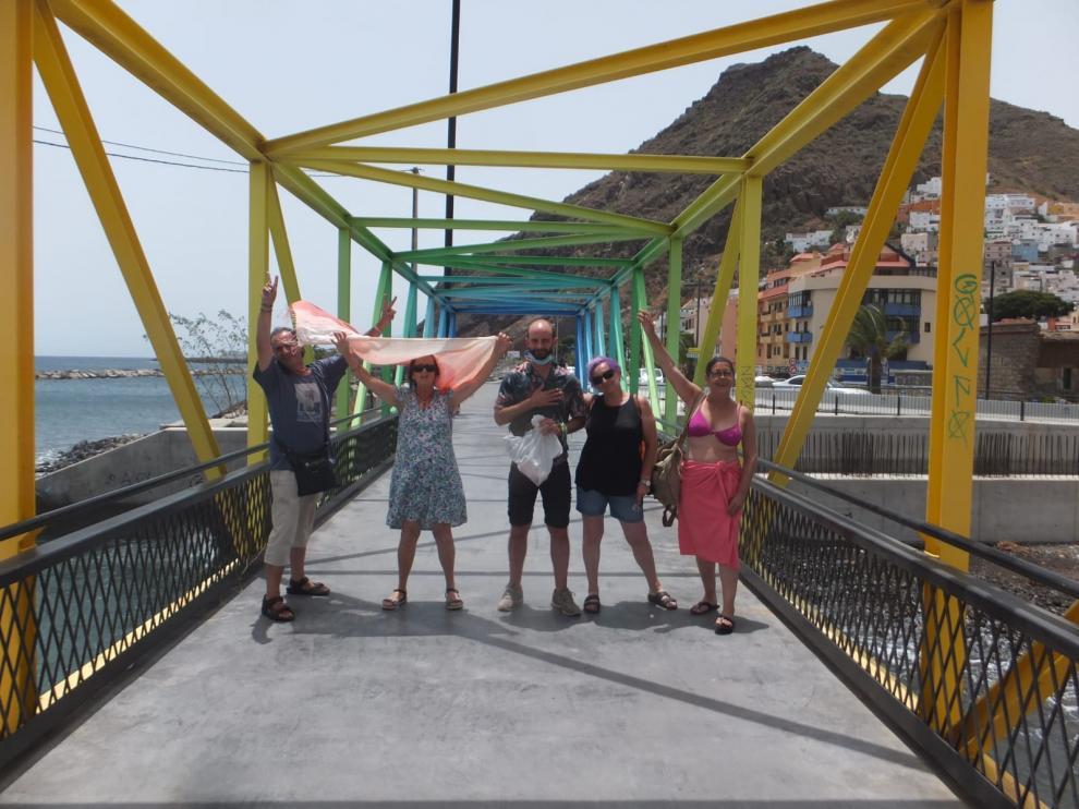 Los cinco oscenses que participaron en la caravana por los refugiados a Canarias.