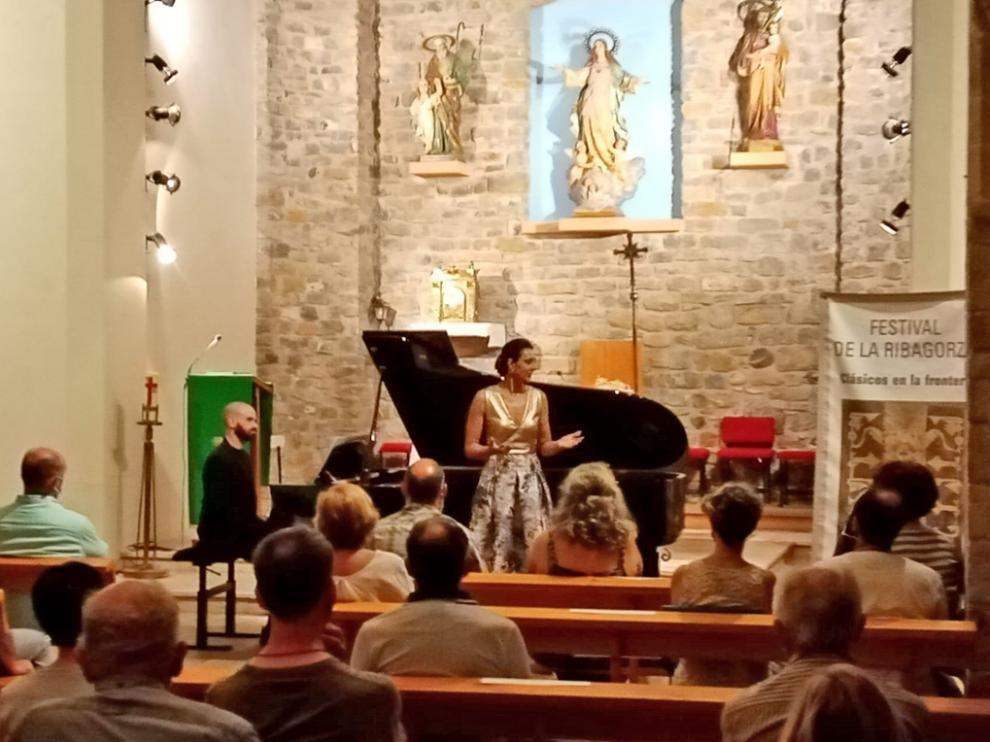 Elena Mateo actuó en la iglesia de Campo acompañada por Joan Ramón Company