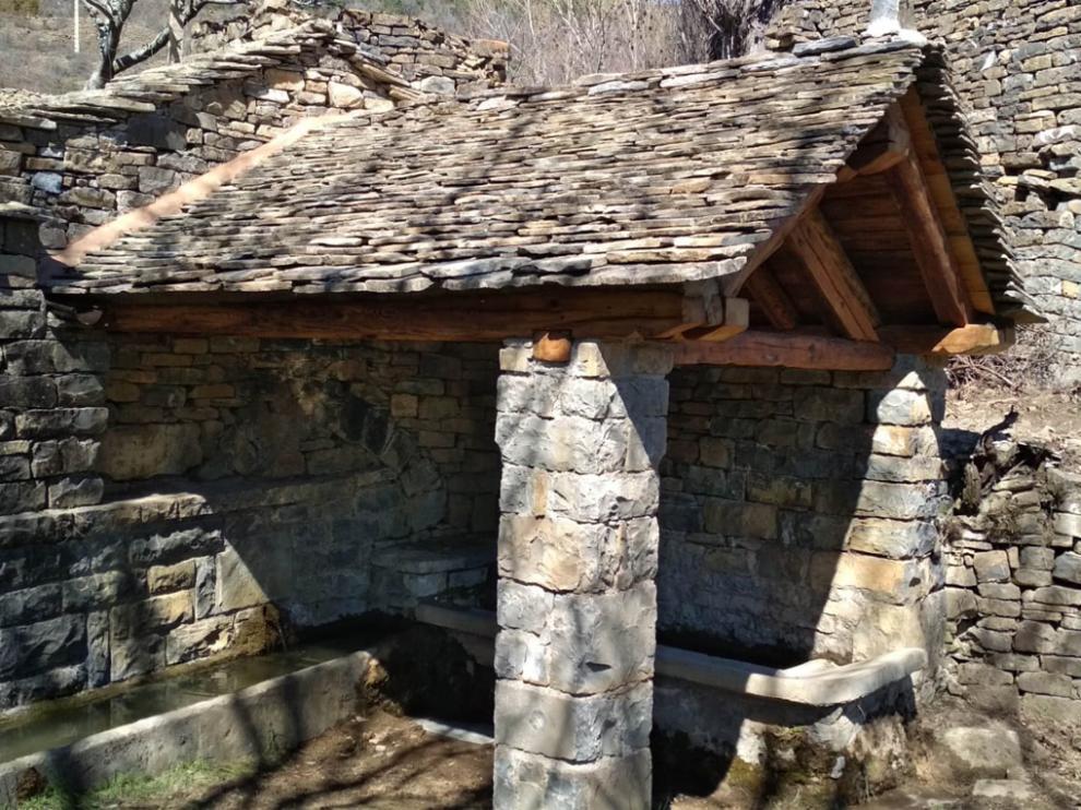 Lavadero del pueblo de Barbenuta con la recuperación del tejado y la restauración del conjunto