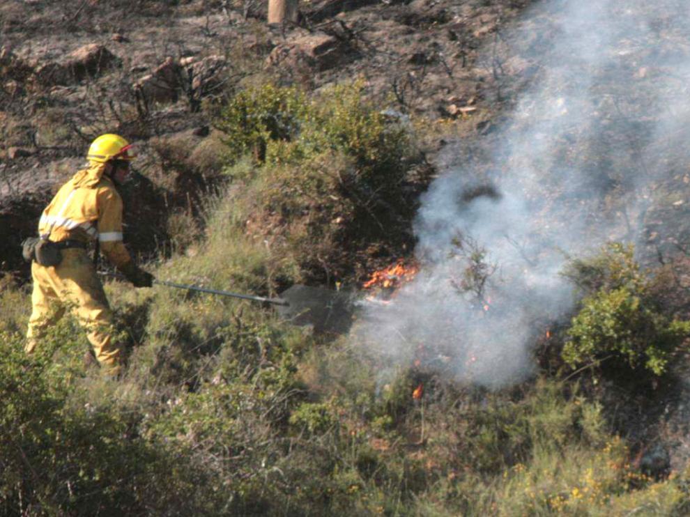 Trabajos de extinción de un incendio en la provincia de Huesca