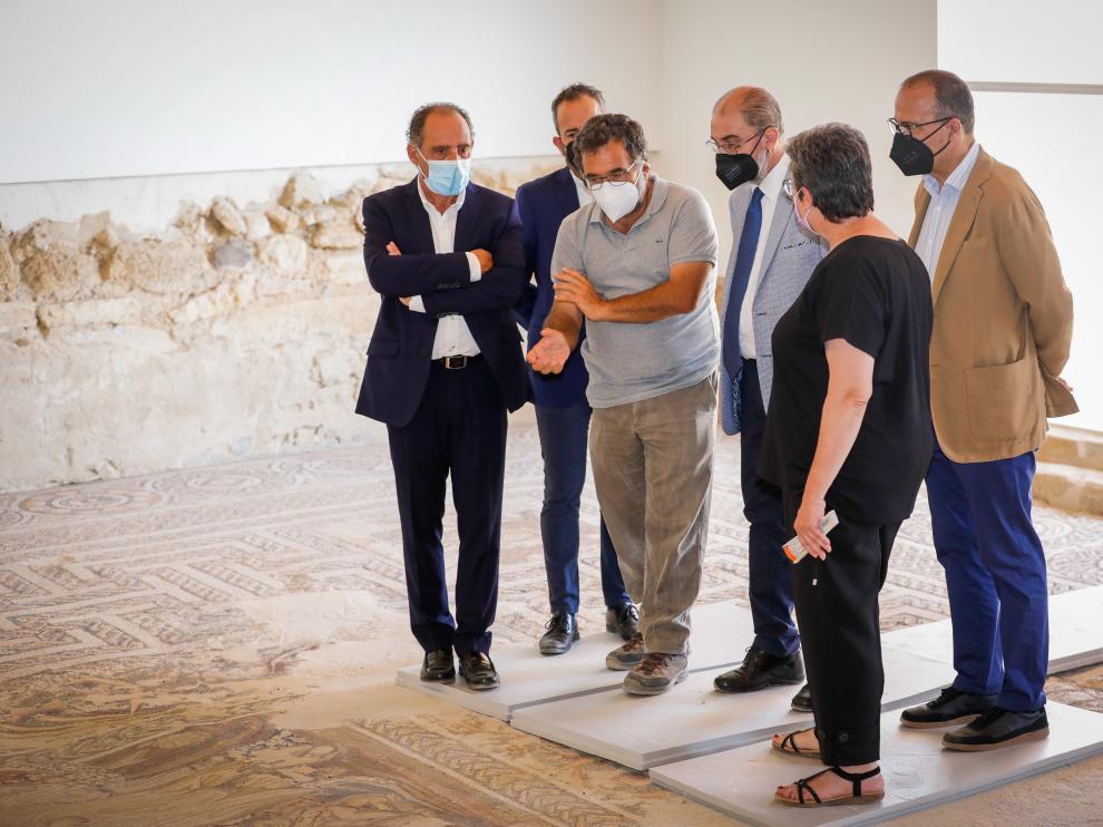 El presidente del Gobierno de Aragón, Javier Lambán, visita el yacimiento de La Malena en Azuara.