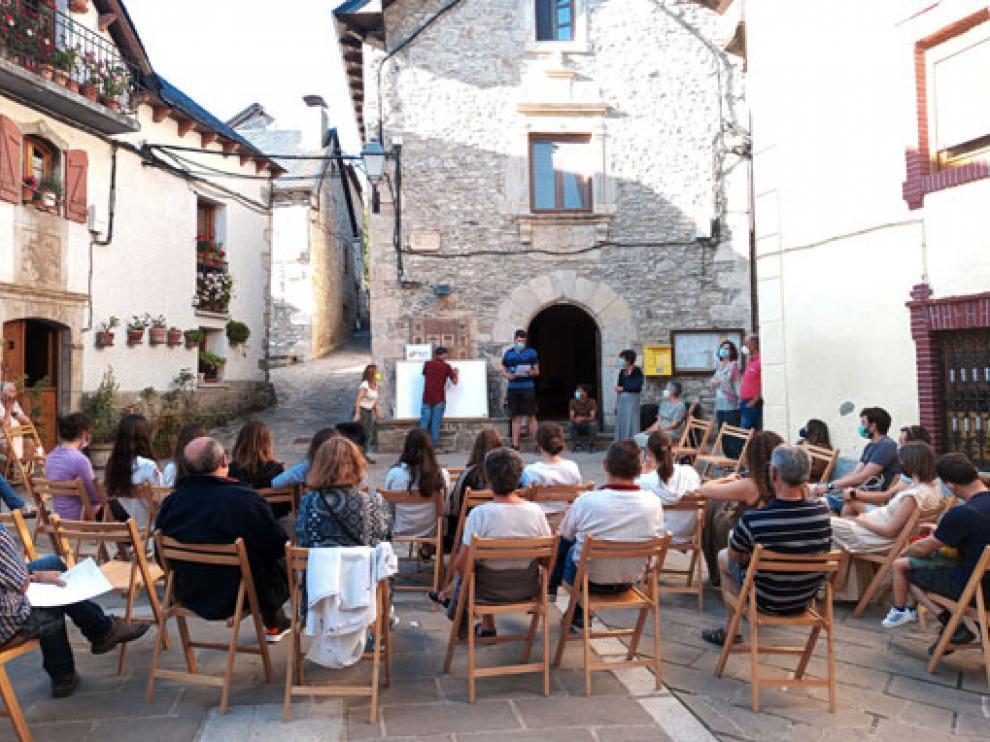 Imagen durante la reunión el pasado lunes en la localidad de Hoz de Jaca.