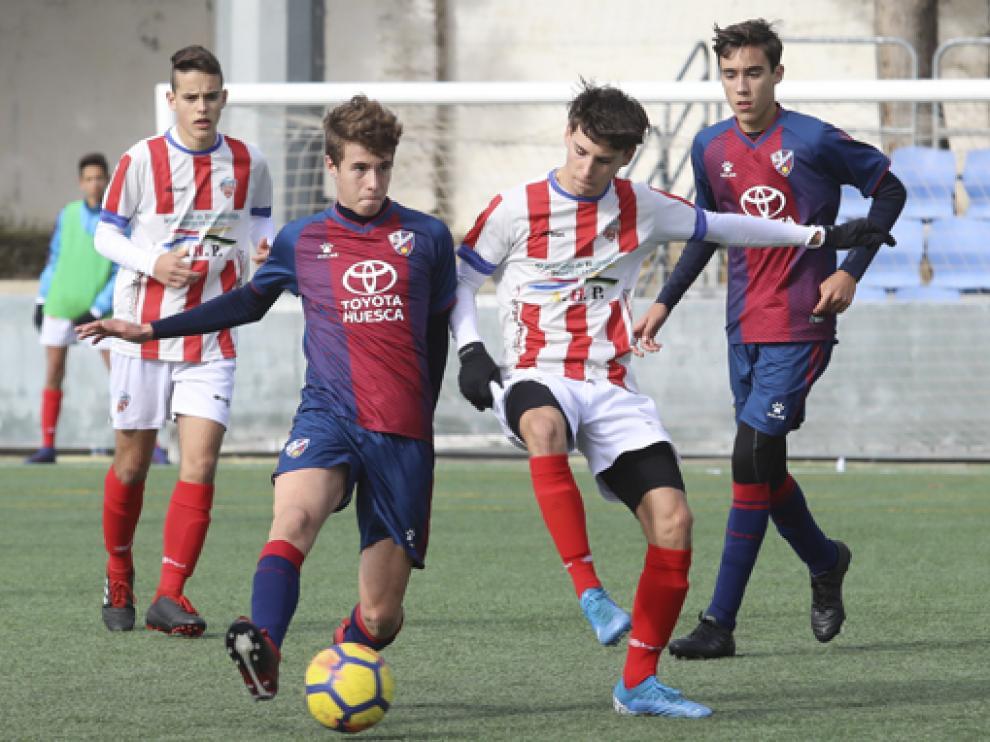 Partido entre la S.D. Huesca y el Monzón Fútbol Base en la categoría División Honor Cadete.