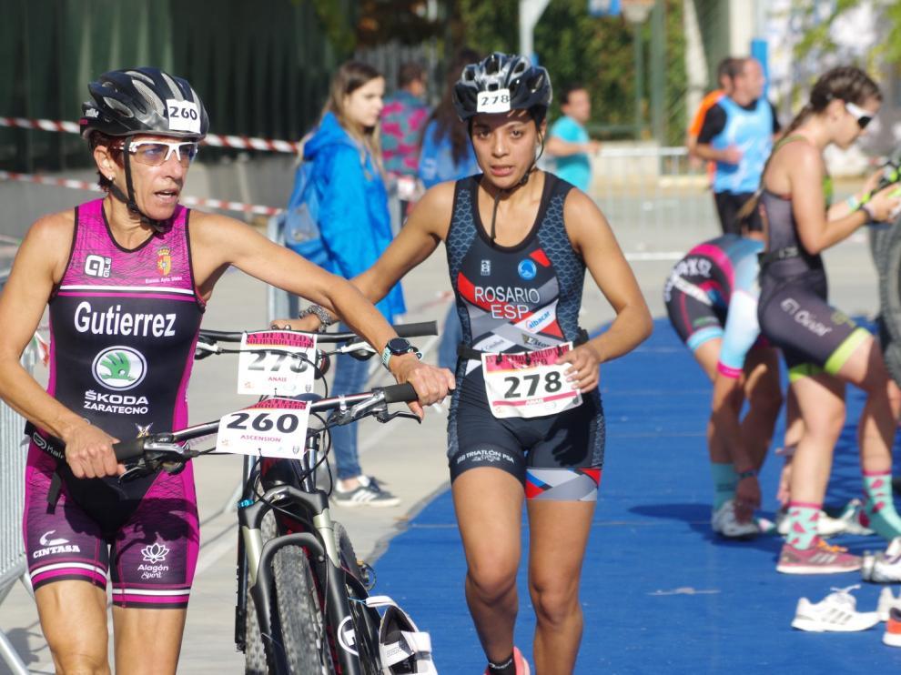 Transición entre la bici y la carrera a pie.