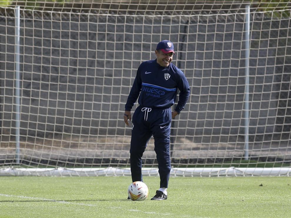 Nacho Ambriz debutará este viernes como entrenador del Huesca en competición oficial.