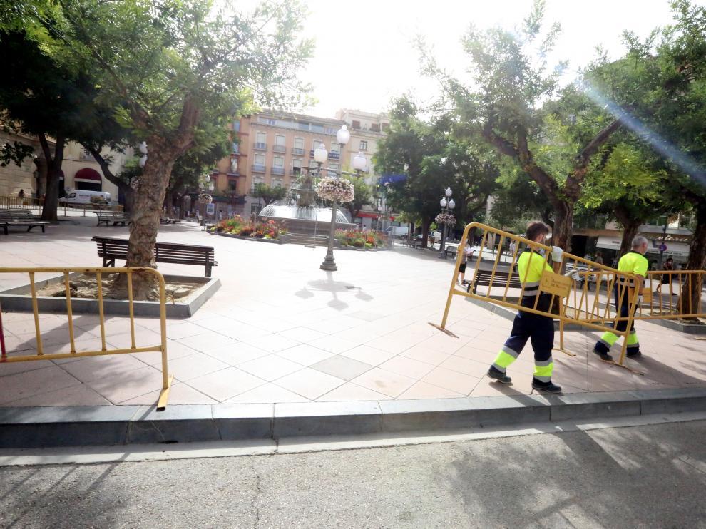Brigada del ayuntamiento en la plaza de Navarra este miércoles