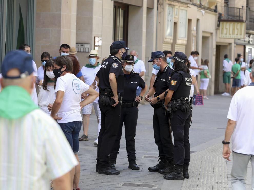 """un dispositivo policial vigilando las calles de la ciudad durante estas """"no fiestas"""""""