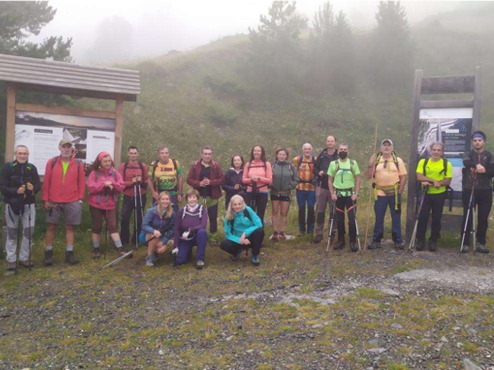 El grupo sobrarbense, durante la neblinosa ruta del pasado sábado.