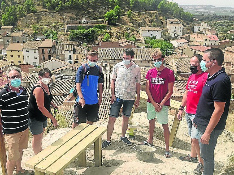 Visita de las autoridades a la zona intervenida por los integrantes del campo de voluntariado.