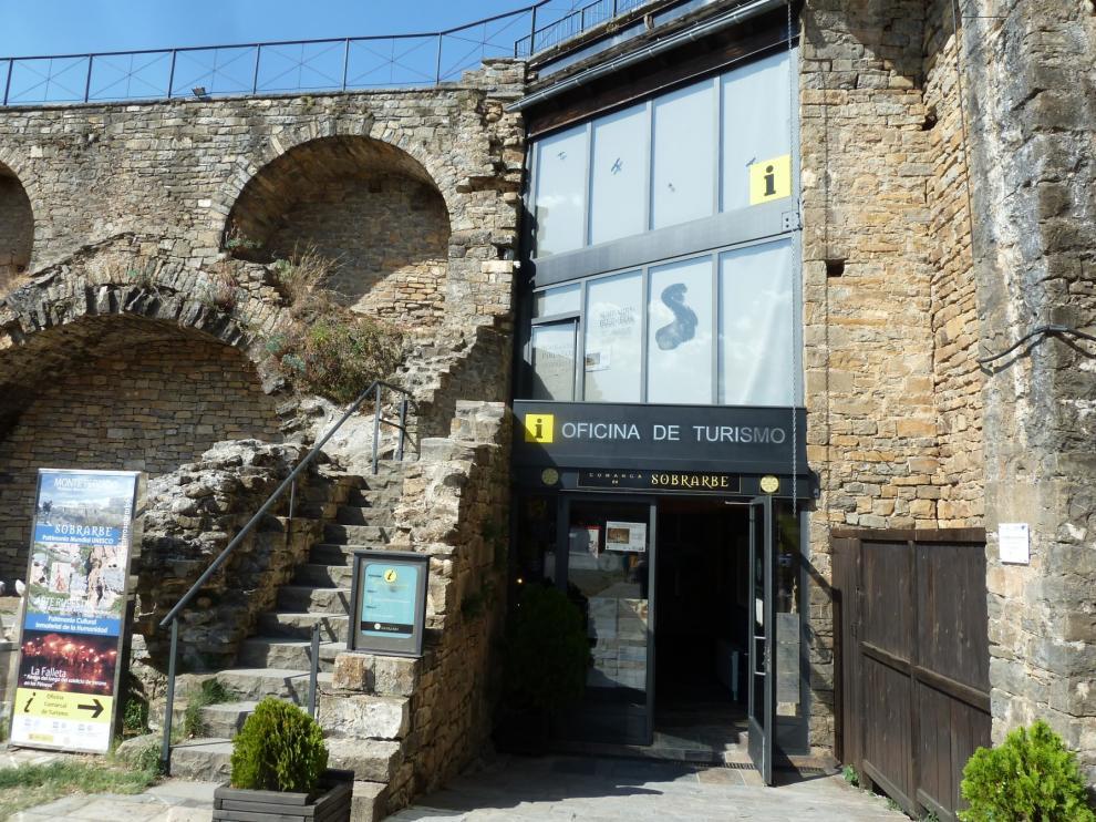 Fotografía de la entrada a la Oficina Comarcal de Turismo de Sobrarbe