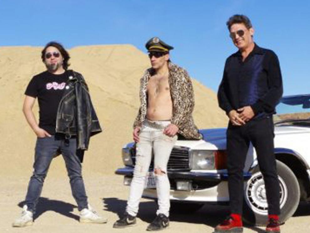 La formación está presentando su primer disco de estudio, que se titula 'Sois unos idiotas'.