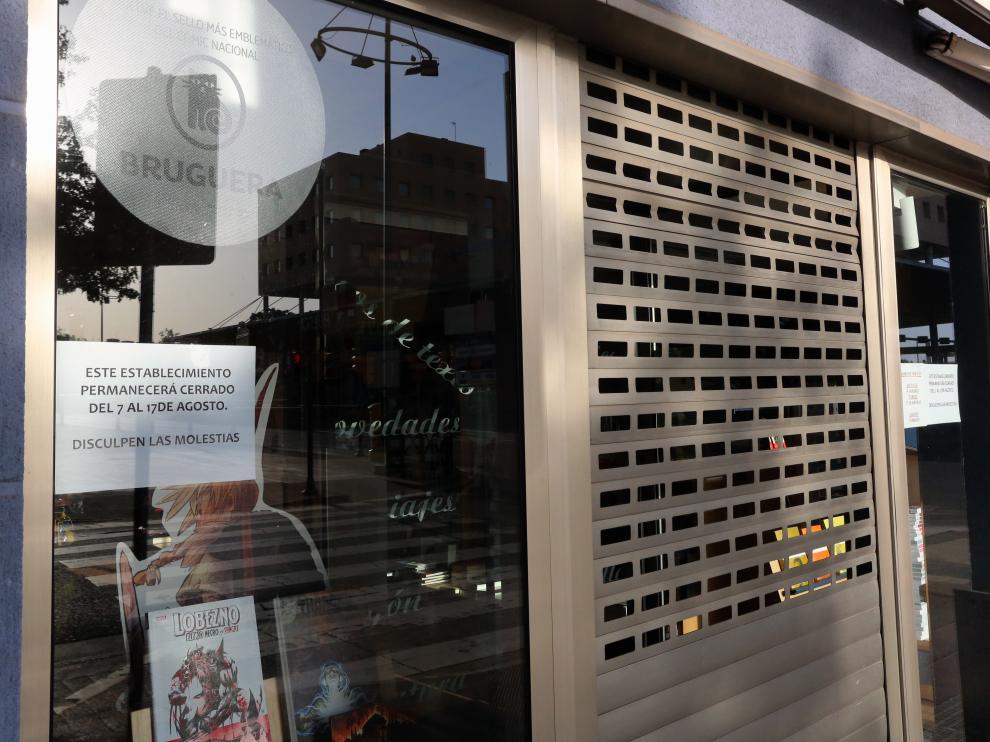 Uno de los comercios de Huesca cerrado durante estos días