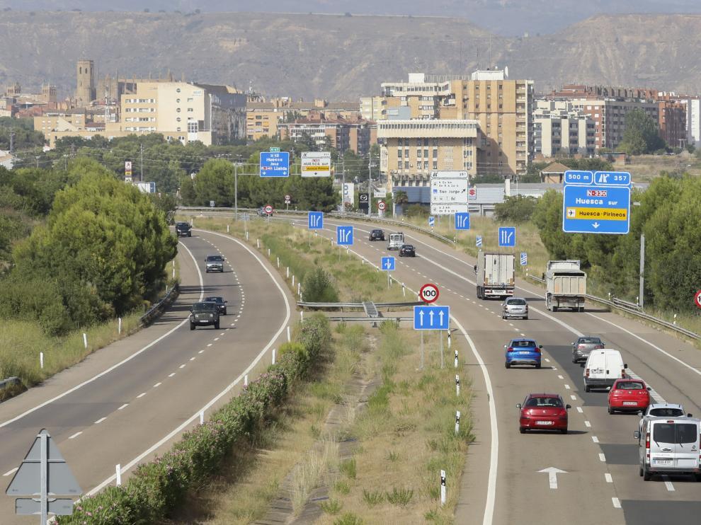 Imagen del tráfico este viernes en la A-23 a su paso por Huesca.