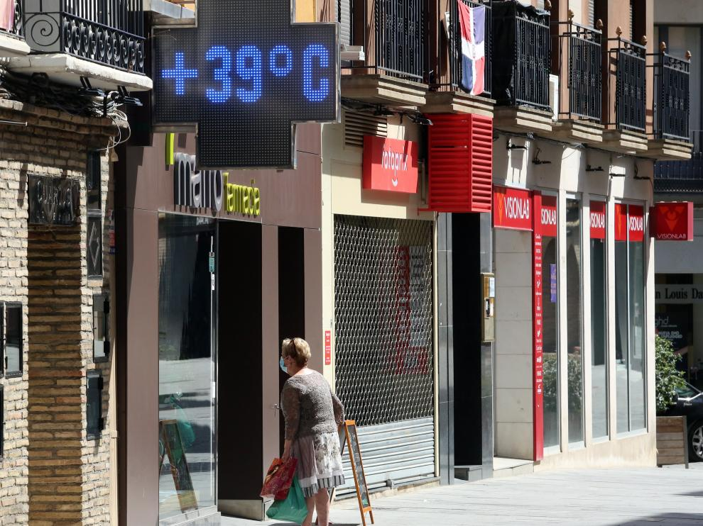 Un termómetro de Huesca marca 39 ºC durante la ola de calor de estos días.