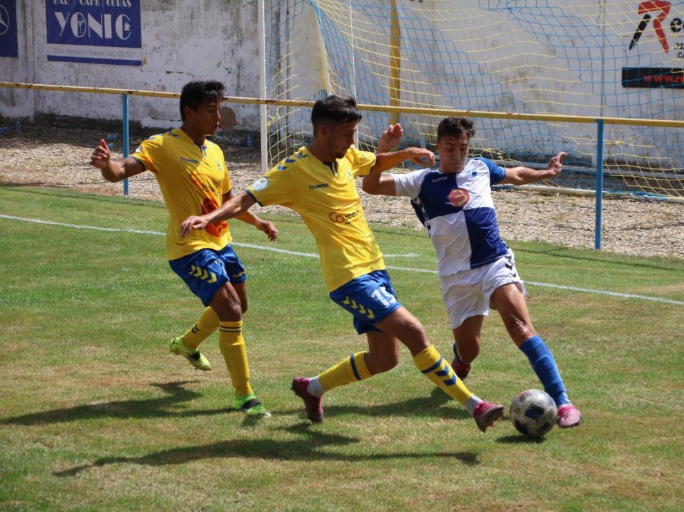 """El Club Deportivo Robres derrotó al C.D. Ebro por 2-1 en el estadio """"San Blas"""" con dos goles de Cristian y Marc."""