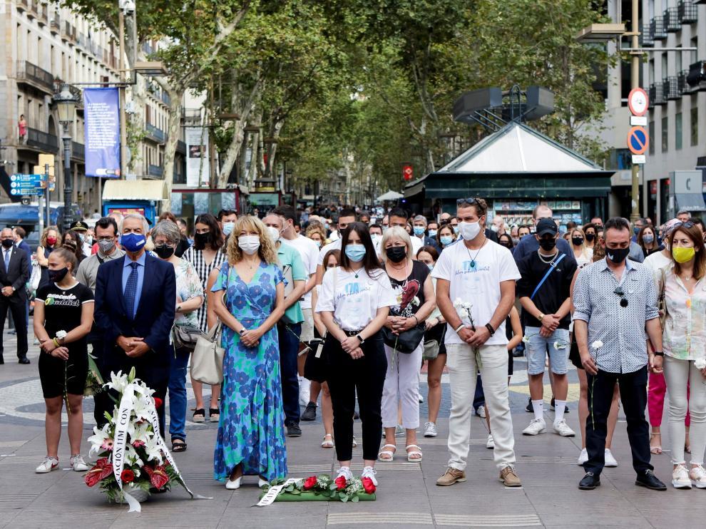 Familiares de las víctimas de 17A durante el homenaje de este martes