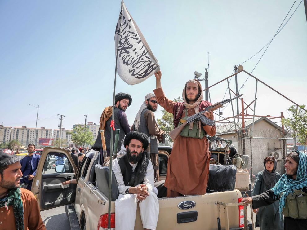 Tras la toma de Kabul por parte de los talibanes la mayoría de los extranjeros ha huído o lo intenta.