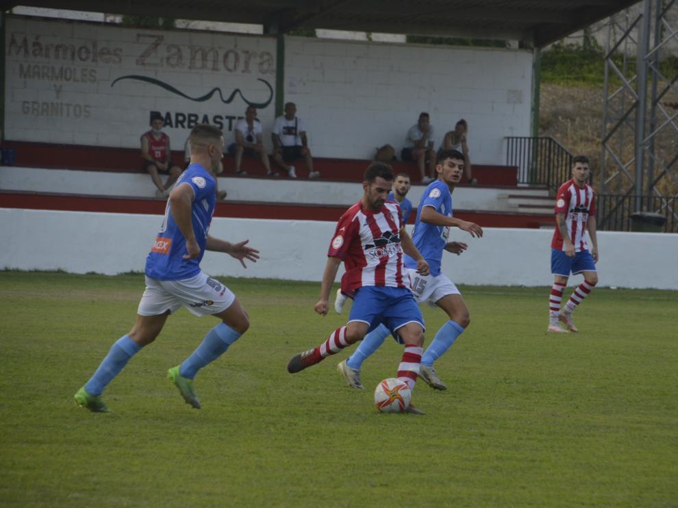 El Barbastro y el Binéfar empataron 2-2 en la primera jornada de la fase autonómica de la Copa RFEF.
