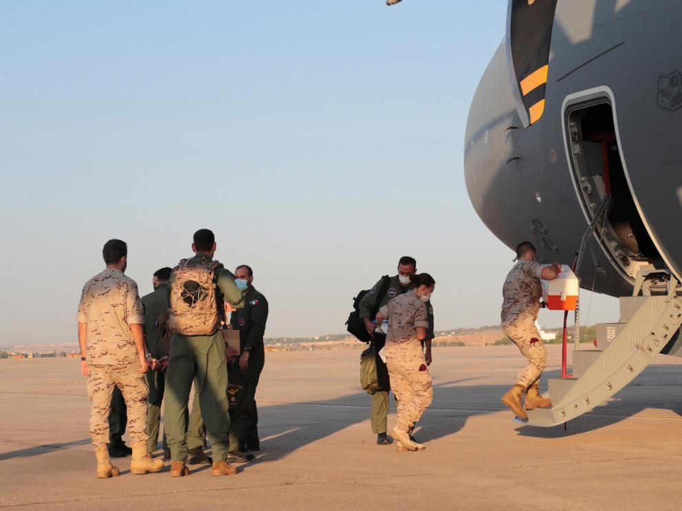 El primer avión español sale rumbo a Kabul