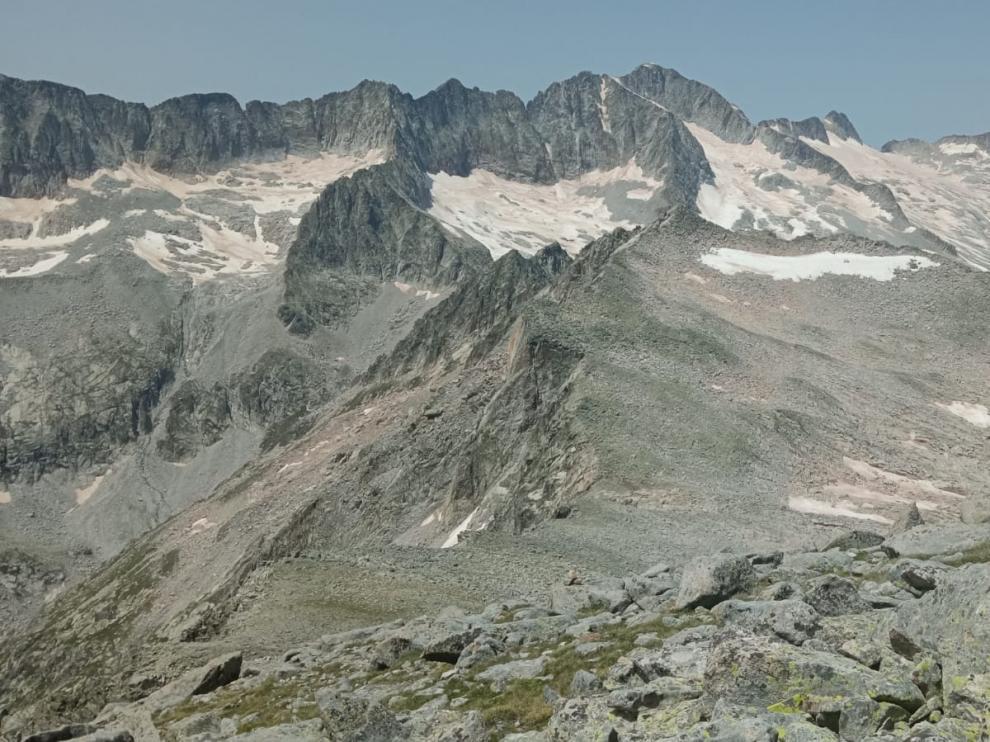 Panorámica de los glaciares Russell y Aneto.