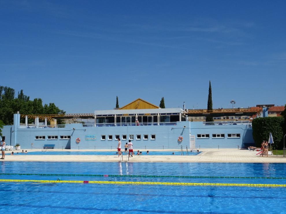 Piscina municipal de la Ciudad Deportiva en Huesca