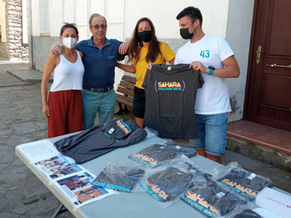 Estos días se venden camisetas solidarias en Campo.