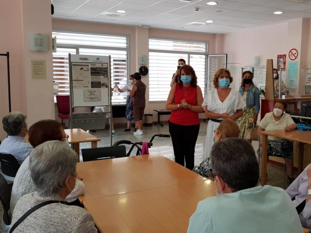 María Victoria Broto, en su visita al Hogar de Mayores del IASS de Valdefierro