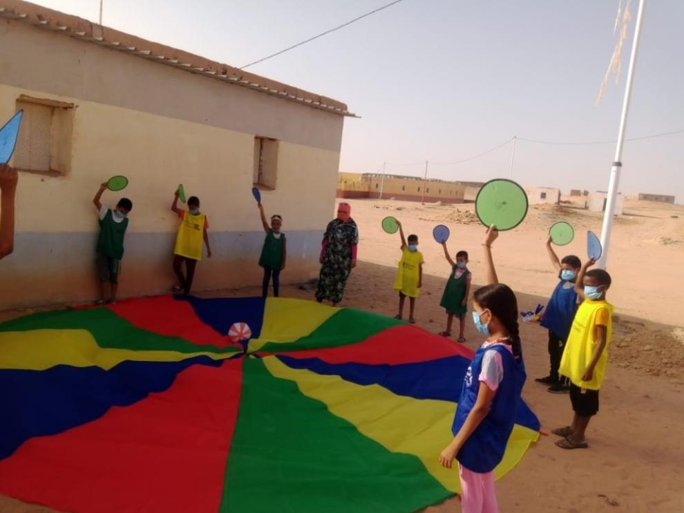 El Proyecto Alternativo permite que los niños saharauis disfruten de diferentes actividades.